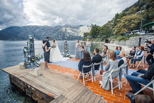 Официальная или символическая регистрация брака за границей